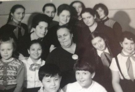 Alicja with her teacher Prof. Kestner and classmates, including Andrei Gavrilov, Tatjana Shebanova, and Natalia Gavrilova
